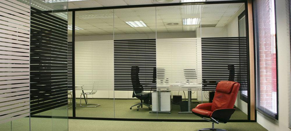 Conalmat s l fabricaci n e instalaci n de mamparas de for Muebles para oficina mamparas